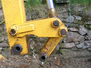 Digger arm and bucket linkage