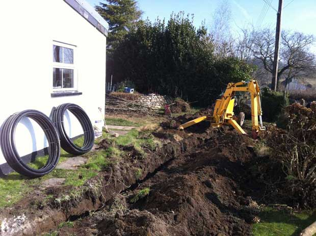 Installing electricity cable ducts